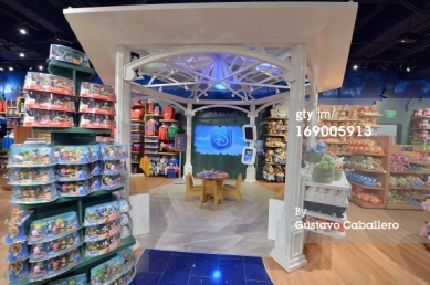 Disney store theater is a video library containing Disney film trailers,film clips,music videos and more.